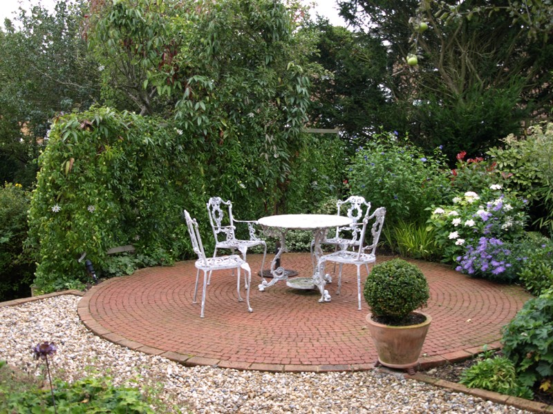 The lovely garden garden design sussex garden design for Garden designs uk