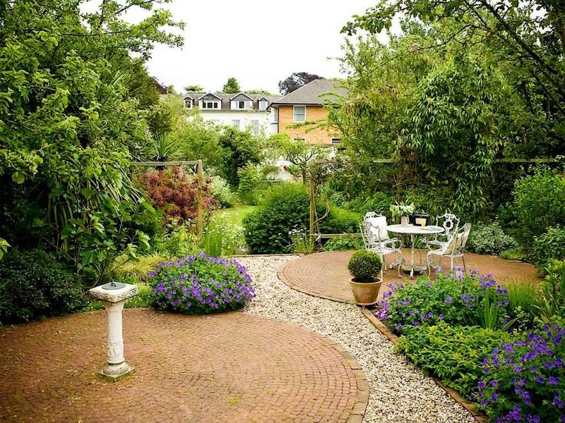 The lovely garden garden design sussex garden design for Garden design east london